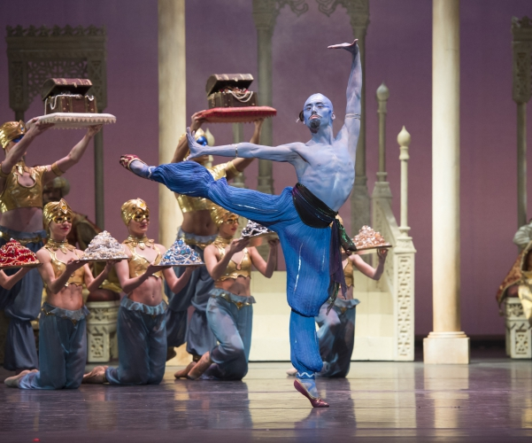 <p><em>Aladdin: </em>Tzu-Chao Chou as the Djinn of the Lamp with Artists of Birmingham Royal Ballet</p>. Credit: Bill Cooper.