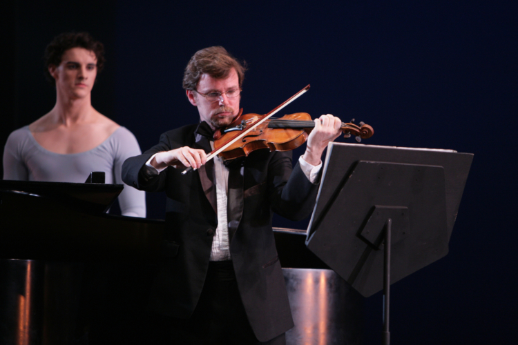 <p><em>Duo Concertante</em><em>: </em>Violinist Robert Gibbs with Iain Mackay</p>. Credit: Bill Cooper.