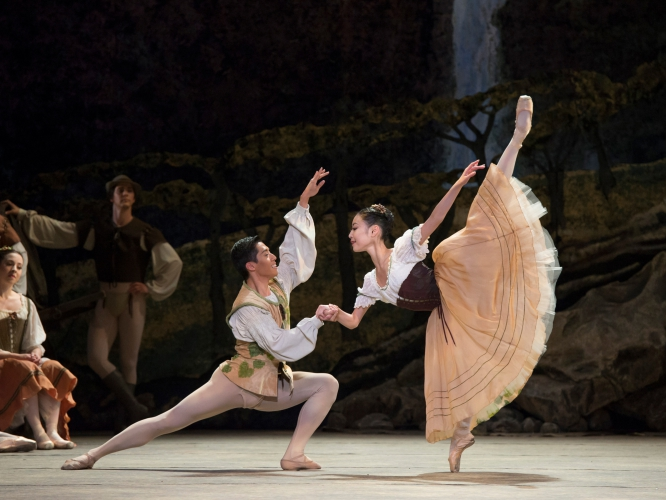 <p><em>Giselle: </em>Momoko Hirata and Tzu-Chao Chou in the 'Harvest <em>pas de deux</em>'</p>. Credit: Bill Cooper.