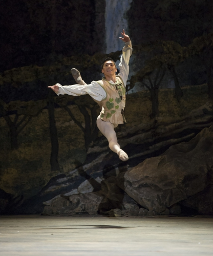 <p><em>Giselle:</em> Tzu-Chao Chou in the 'Harvest pas de deux'</p>. Credit: Bill Cooper.