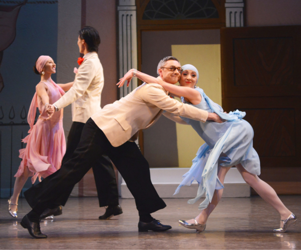<p><em>Façade:</em> Ruth Brill and Rory Mackay in the 'Foxtrot'</p>. Credit: Roy Smiljanic.