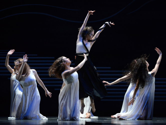 <p><em>Dante Sonata: </em>Arancha Baselga as Lead Child of Darkness with Anna Monleon, Jade Heusen and Artists of Birmingham Royal Ballet as Children of Light</p>. Credit: Roy Smiljanic.