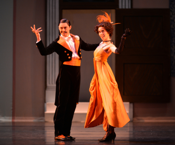 <p><em>Façade: </em>Samara Downs as the Debutante and Rory Mackay as the Dago</p>. Credit: Phil Hitchman.