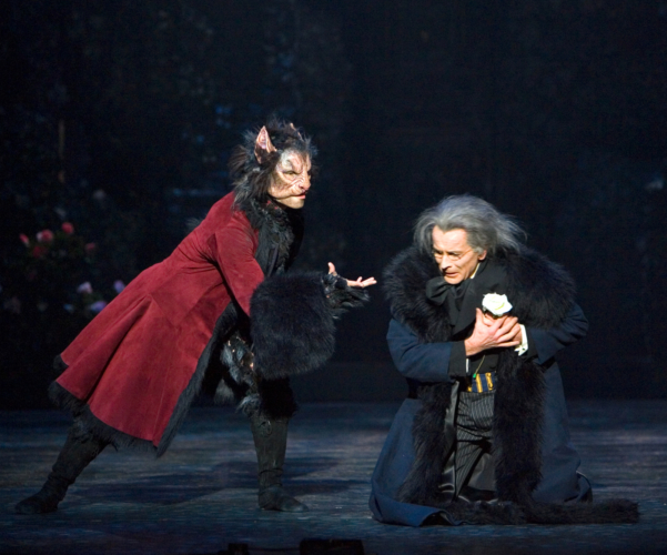 <p><em>Beauty and the Beast: </em>Chi Cao as the Beast and Michael O'Hare as the Merchant</p>. Credit: Bill Cooper.