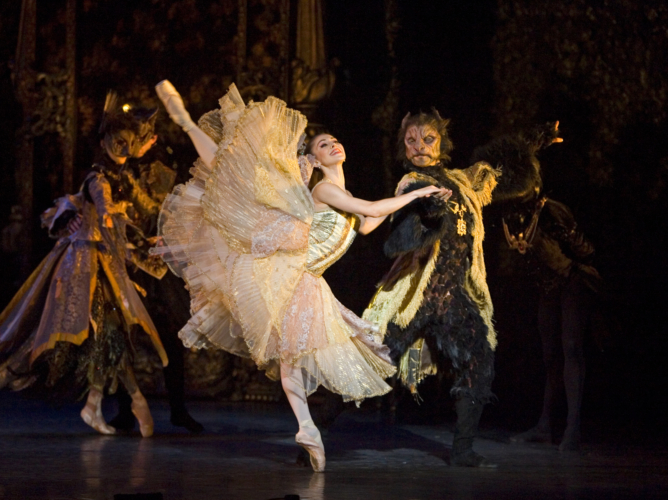 <p><em>Beauty and the Beast: </em>Ambra Vallo as Belle and Chi Cao as the Beast</p>. Credit: Bill Cooper.