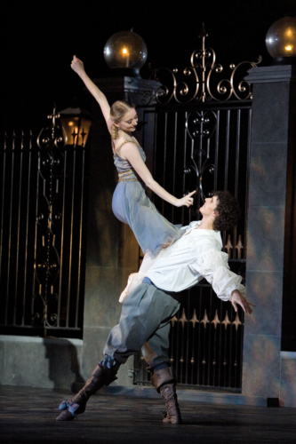 <p><em>Cyrano: </em>Elisha Willis as Roxane and Iain Mackay as Christian</p>. Credit: Bill Cooper.
