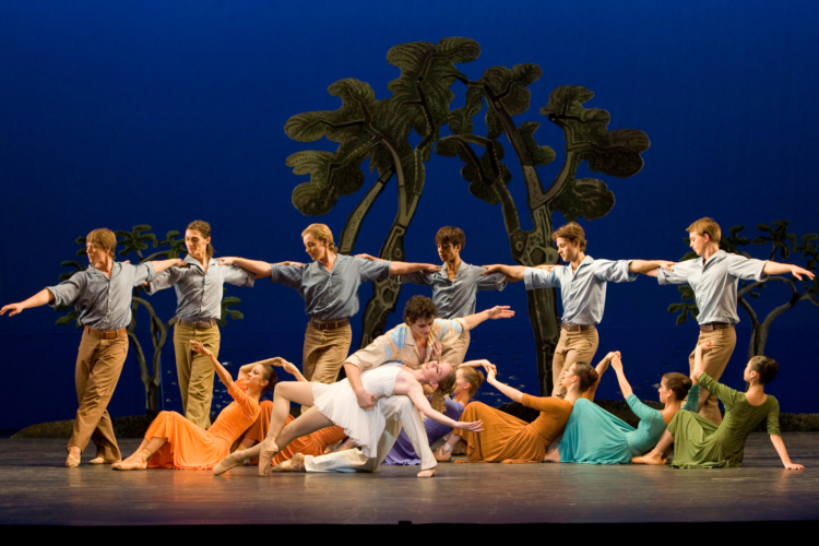 <p><em>Daphnis and Chloë: </em>Elisha Willis as Chloë and Iain Mackay as Daphnis with Artists of Birmingham Royal Ballet</p>. Credit: Bill Cooper.