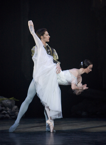 <p><em>Giselle:</em> Elisha Willis as Giselle and Jamie Bond as Albrecht</p>. Credit: Bill Cooper.