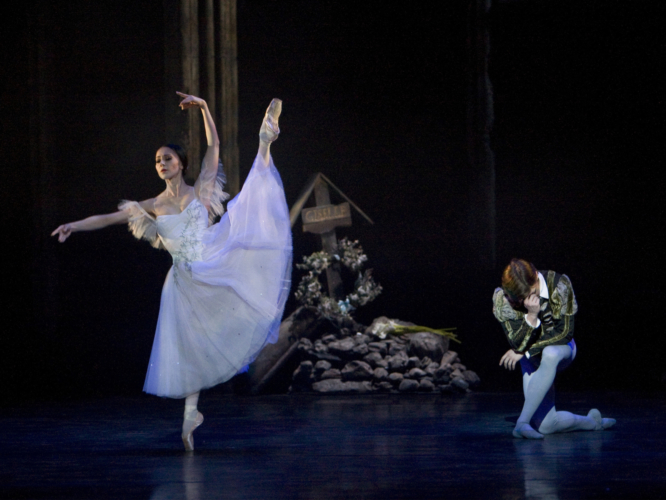 <p><em>Giselle:</em> Ambra Vallo as Giselle and Joseph Caley as Albrecht</p>. Credit: Bill Cooper.