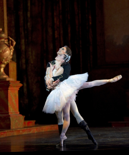 <p><em>The Sleeping Beauty:</em> Natasha Oughtred as Princess Aurora and Iain Mackay as Prince Florimund</p>. Credit: Bill Cooper.