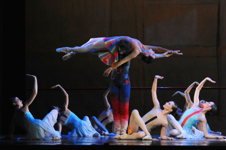 <p><em>The Dance House:</em> Laëtitia Lo Sardo and Jamie Bond with Artists of Birmingham Royal Ballet</p>. Credit: Roy Smiljanic.