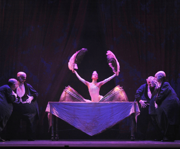<p><em>Carmina burana: </em>Nao Sakuma as Roast Swan with Artists of Birmingham Royal Ballet</p>. Credit: Roy Smiljanic.