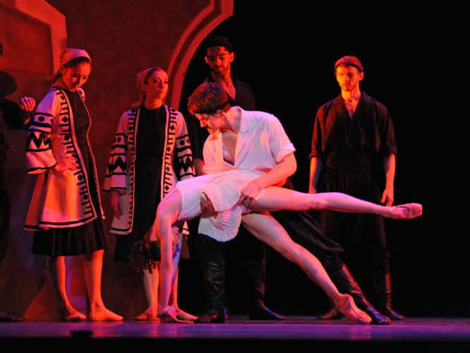 <p><em>Daphnis and Chloë: </em>Jenna Roberts as Chloë and Mathias Dingman as Bryaxis with Artists of Birmingham Royal Ballet</p>. Credit: Roy Smiljanic.