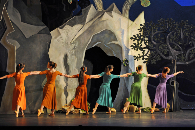 <p><em>Daphnis and Chloë: </em>Artists of Birmingham Royal Ballet</p>. Credit: Bill Cooper.