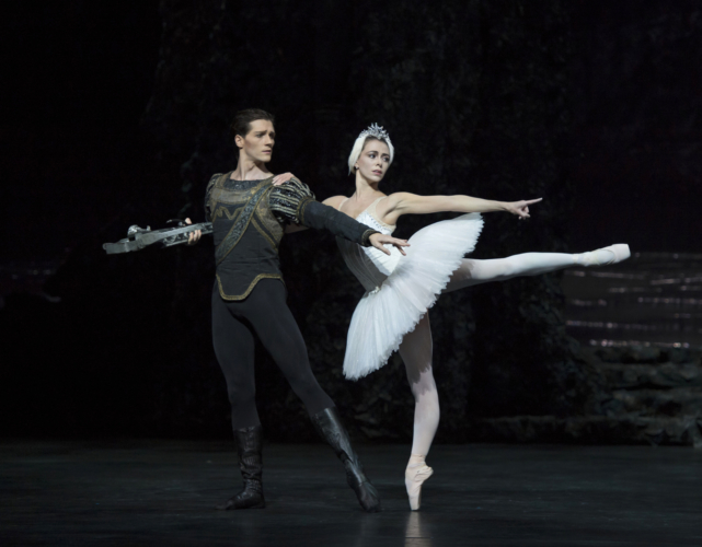 <p><em>Swan Lake:</em> Natasha Oughtred as Odette and Jamie Bond as Prince Siegfried</p>. Credit: Bill Cooper.